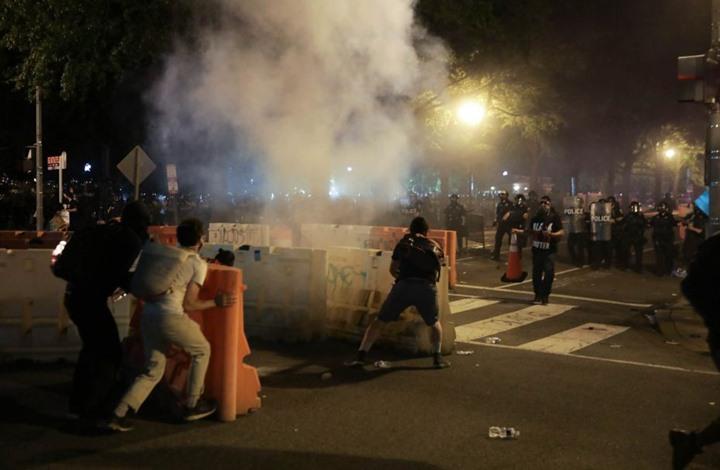بوليتكو: هكذا تحولت شوارع واشنطن إلى ساحة تيانامين مصغرة
