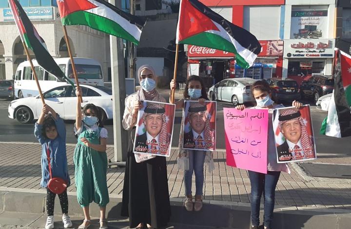 سلسلة بشرية بعمان رفضا لخطة الضم الإسرائيلي بالضفة (صور)