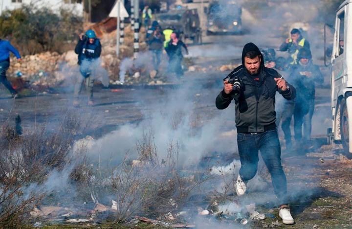 13 صحفيا فلسطينيا يقبعون بسجون الاحتلال.. هذه معاناتهم