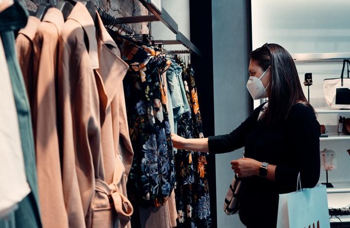 التسوق بزمن كورونا.. هل الملابس الجديدة بحاجة للتعقيم؟