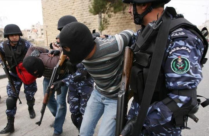 """ناشط فلسطيني يروي لـ""""عربي21"""" ما تعرض له بسجون السلطة"""