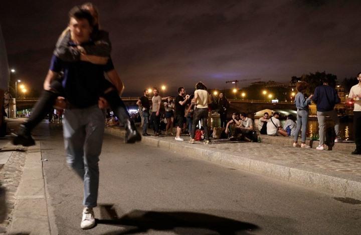 قمع الآلاف بأحد ميادين باريس تحدوا حظر كورونا (شاهد)