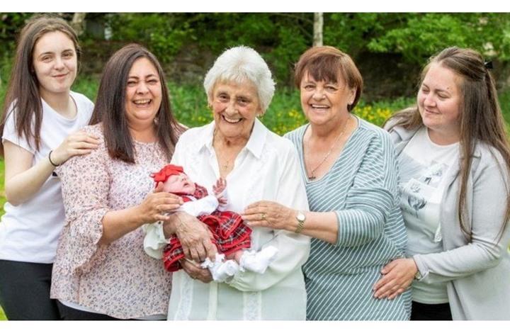 """متقاعدة اسكتلندية تصبح جدة لـ """"ابنة حفيدة حفيدتها"""""""