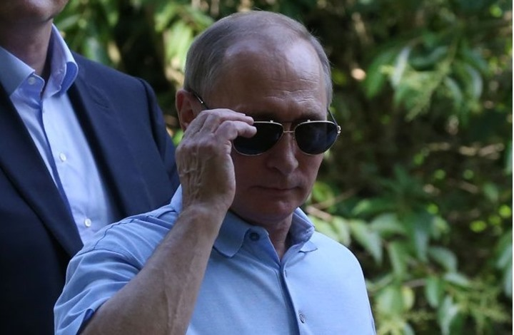 """بايدن يهدي بوتين نظارة شمسية من طراز """"أفييتر"""""""