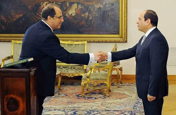 صحيفة لبنانية: عباس كامل يد السيسي بالمخابرات والخارجية