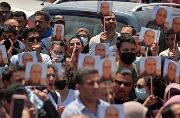 """عائلة """"بنات"""" تطالب بتحقيق العدالة.. ومسيرة الاثنين برام الله"""