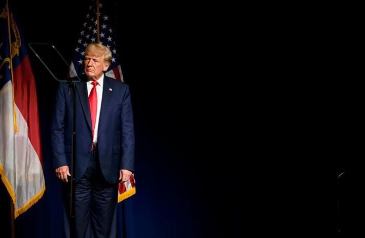 سخرية واسعة من بنطال ترامب.. هل ارتداه بالمقلوب؟ (شاهد)