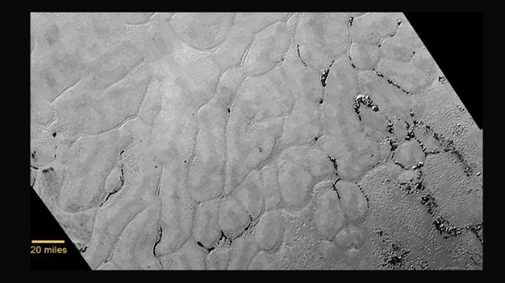 """صور جديدة لـ""""بلوتو"""" تظهر جبالا وسهولا متجمدة"""