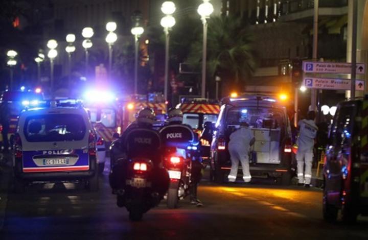 فورين بوليسي: كيف أصبحت حرب فرنسا مع الإسلام بضاعة رائجة؟