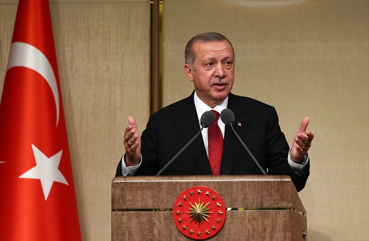 أردوغان يقرأ القرآن على أرواح قتلى 15 تموز بصوت جميل (فيديو)