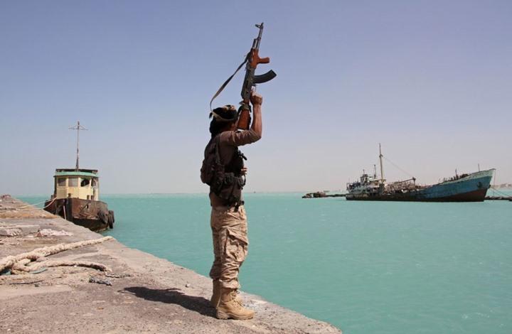 الجيش اليمني يأسر جنودا من إريتريا قرب باب المندب