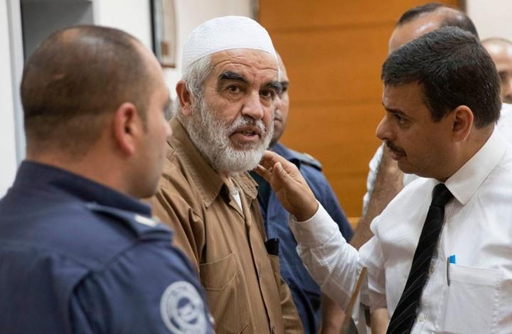 """محكمة للاحتلال تدين الشيخ رائد صلاح بتهمة """"الإرهاب"""" (شاهد)"""