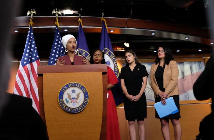 12 نائبا ديمقراطيا يشنون حملة على إلهان عمر.. والأخيرة ترد