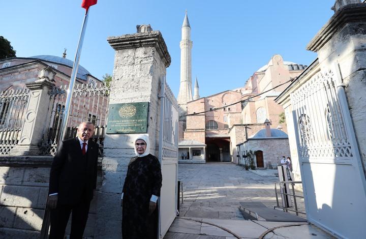 أسقف يوناني يمتدح أردوغان بسبب آيا صوفيا: لقننا درسا