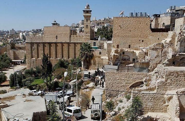 الاحتلال ينتزع إدارة الحرم الإبراهيمي ويسندها لمجلس استيطاني