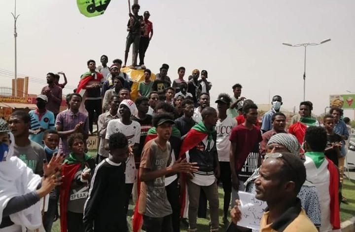 تفريق محتجين بأمدرمان.. وحمدوك يعد بتحوّل بالشرطة (شاهد)