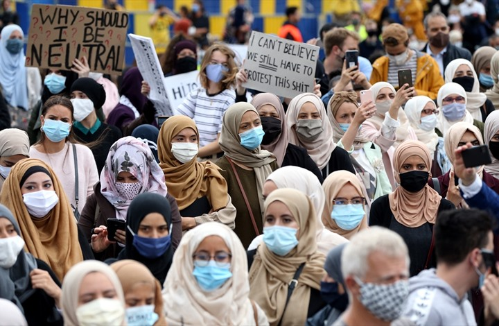 احتجاجات في بروكسل ضد حظر الحجاب (شاهد)