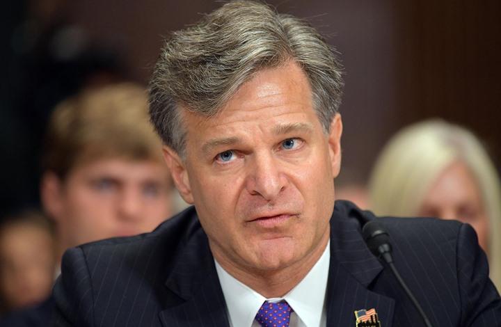بايدن يعتزم الإبقاء على مدير FBI من إدارة ترامب