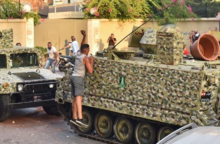 """""""التايمز"""": هذا السبب المباشر لانهيار الاقتصاد في لبنان"""