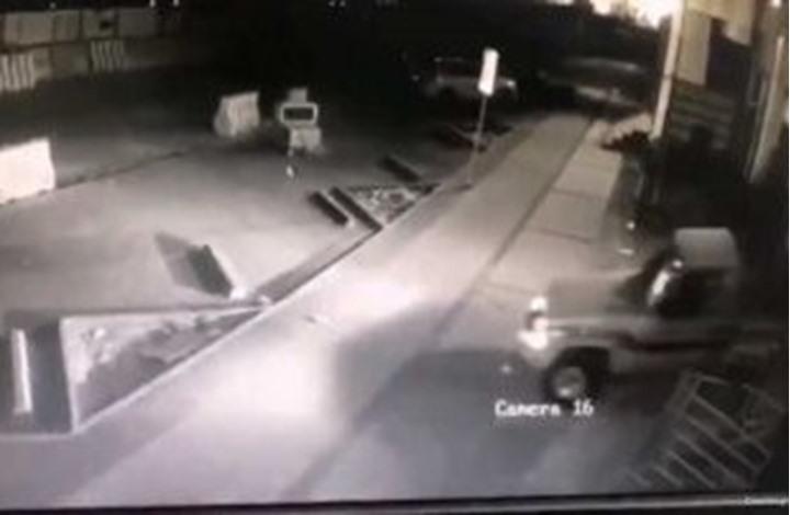 هكذا تمكن لصوص من سرقة سيارتين في الرياض (شاهد)