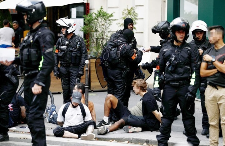 عشرات الآلاف يتظاهرون في فرنسا ضد القيود لمكافحة كوفيد