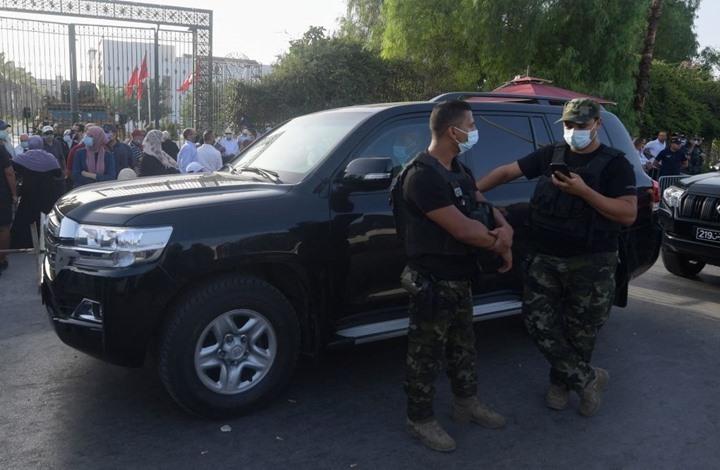 """الأمن التونسي يقتحم مكتب """"الجزيرة"""" ويطرد جميع موظفيه"""