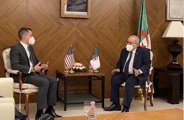"""مسؤول أمريكي يمازح الجزائريين حول طبق """"البوزلوف"""""""