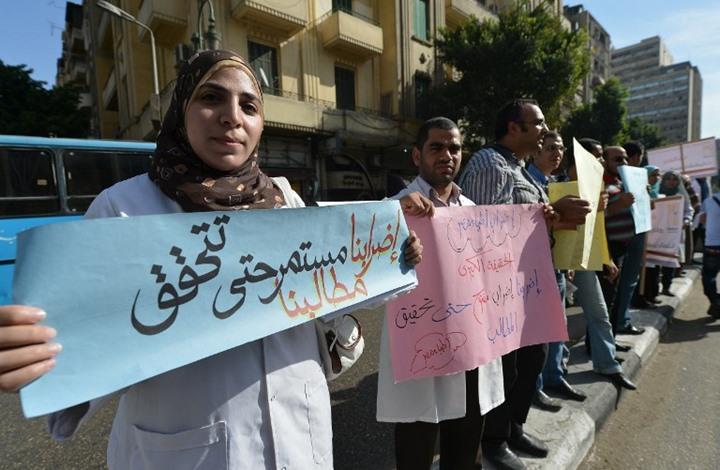 أزمة صحية تواجه المصريين بفعل التراجع الحاد بعدد الأطباء