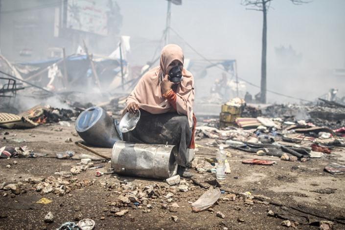 نساء رابعة العدوية يوم المجزرة.. معاناة ومواقف (صور)