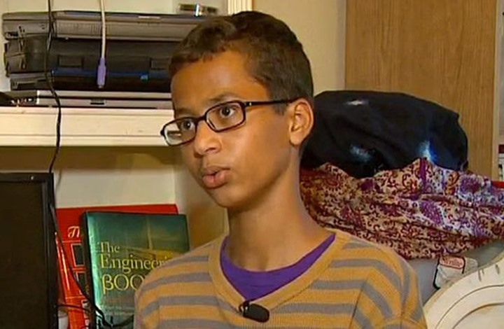 طالب مسلم يقاضي سلطات في تكساس إثر توقيفه بسبب ساعة
