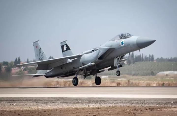 الإعلام الإسرائيلي: طائرة استهدفت مركبة على حدود لبنان وسوريا