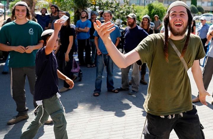 فلسطينيون يتصدون لمسيرات المستوطنين بالضفة (شاهد)