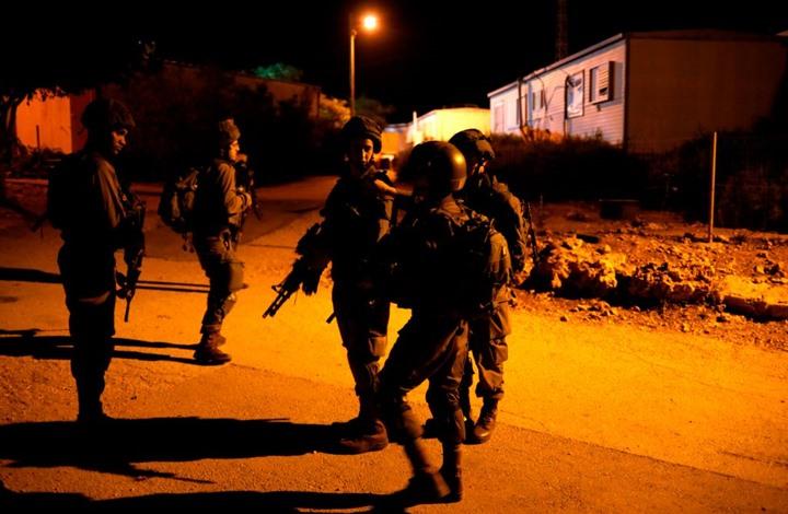 اعتقالات ومداهمات للاحتلال في مدن الضفة الغربية (شاهد)