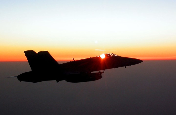 العراق يقيّد حركة الطيران العسكري بأجوائه.. لماذا الآن؟