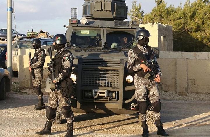 مسلح مجهول يطلق النار على مركبة حكومية بالبتراء في الأردن