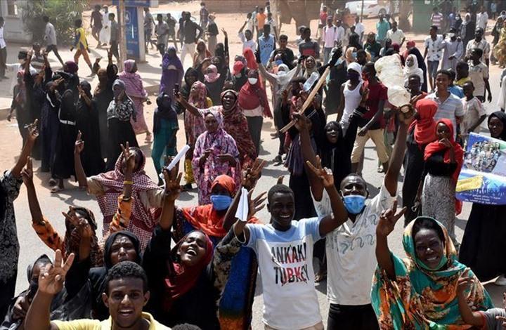 """وفاة متظاهر سوداني إثر """"إصابة قاتلة"""" باحتجاجات الخرطوم"""