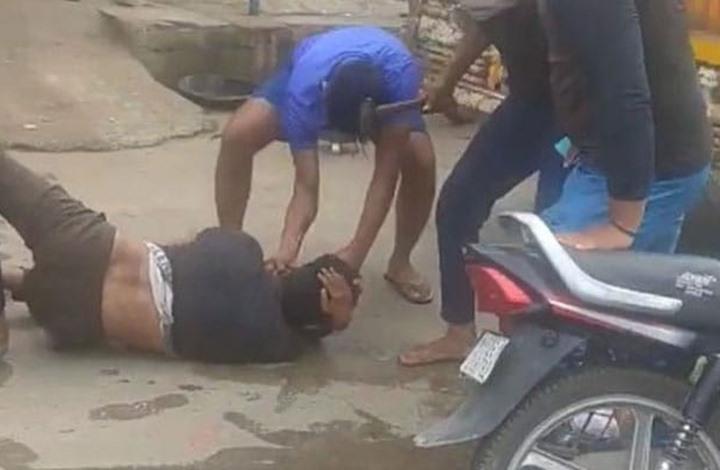 هندي مسلم يتعرض للضرب بمطرقة لنقله لحوم أبقار (شاهد)