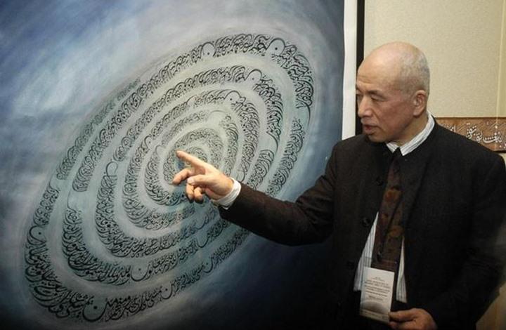 الياباني كويشي.. سفير الخط العربي بالمحافل العالمية (إنفوغراف)