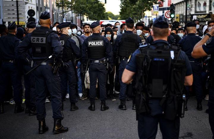 محتجز الرهائن بمصرف فرنسي يسلم نفسه لقوات الأمن