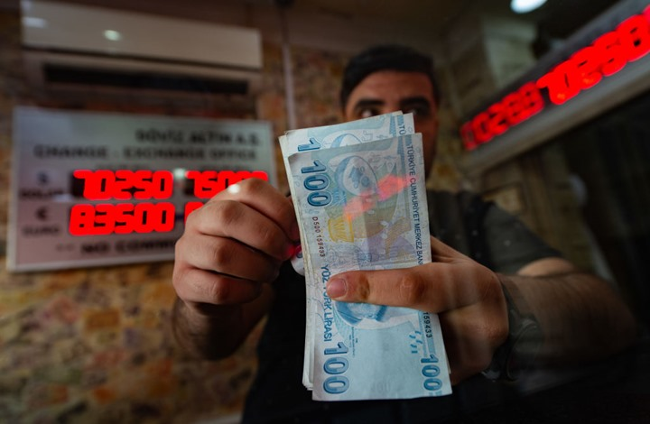 """الليرة التركية تتدهور إلى مستوى قياسي جديد بعد قرار لـ""""المركزي"""""""