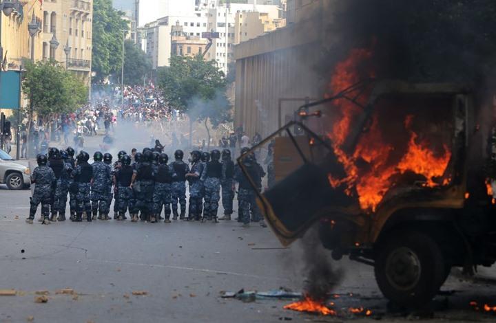 وزير لبناني يصرخ بوجه صحفية انتقدت تجاوزات الأمن (شاهد)