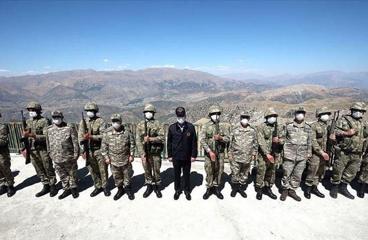 وزير الدفاع التركي يتفقد الوحدات العسكرية الحدودية مع العراق