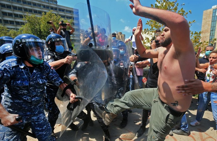 NYT: انفجار بيروت يذكّر بانقسام أمريكا وسيادة القبلية فيها