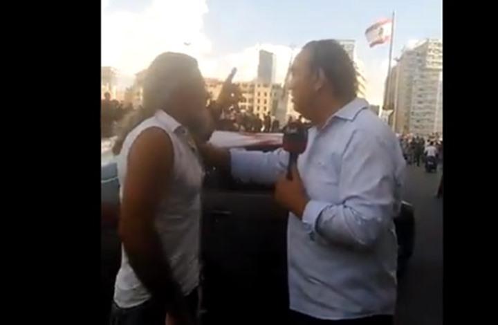شاهد كيف طرد متظاهر قناة العربية في بيروت (فيديو)