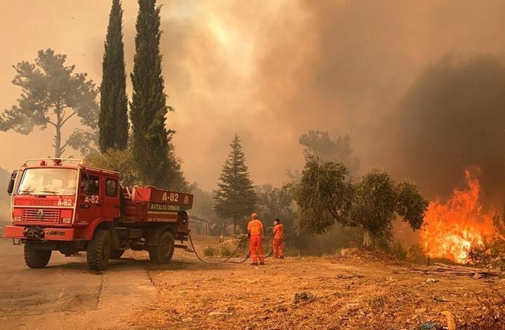 تركيا تبدأ بالسيطرة على حرائق الغابات.. وزلزال يضرب موغلا
