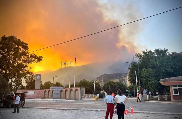 """تواصل حرائق """"غابات"""" تركيا.. وإخماد حريق قرب محطة حرارية"""