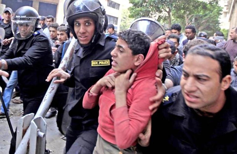 ساعات بين مقتل مواطن مصري بالتعذيب وآخر بالإهمال الطبي