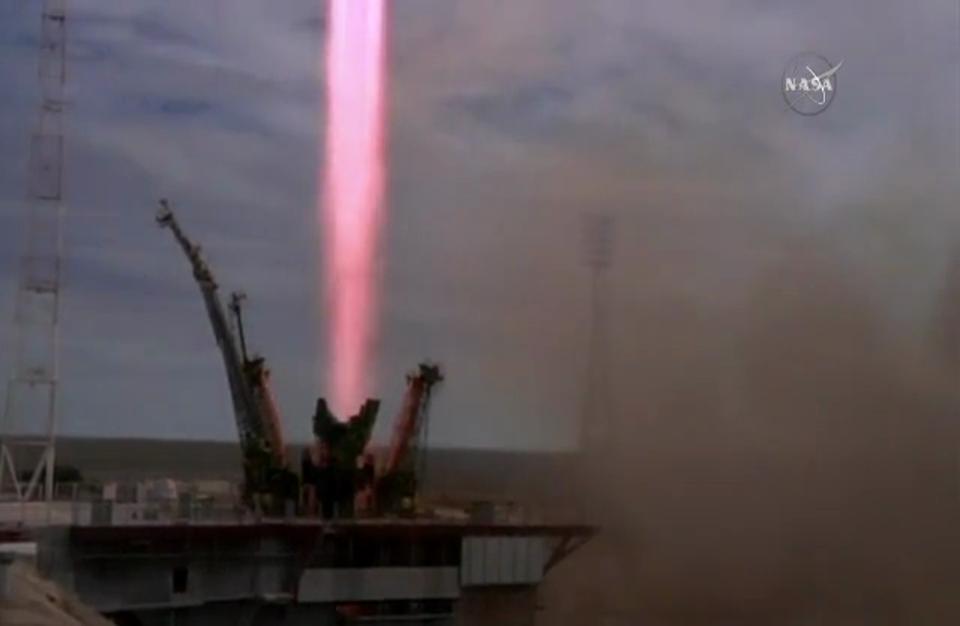 انطلاق مركبة سويوز مع ثلاثة رواد إلى محطة الفضاء الدولية