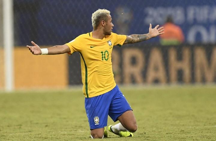 """تضامن واسع مع نيمار في البرازيل بسبب """"العنصرية"""""""