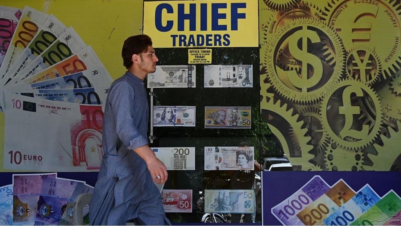 السعودية تبدأ ترتيبات الحصول على قرض بعد انهيار سعر النفط